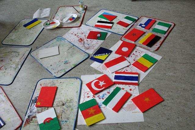 Bald sind sie fertig: 49 Flaggen